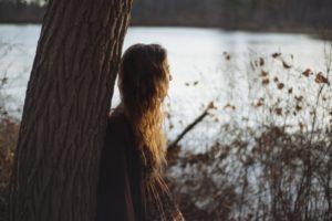 osamelá žena