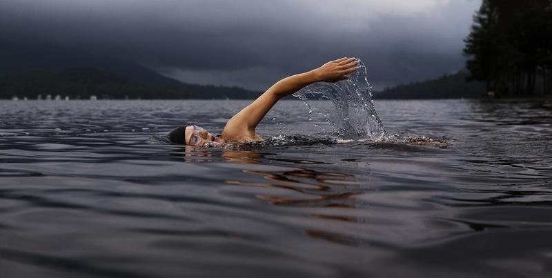 plávanie na zväčšenie prsníkov